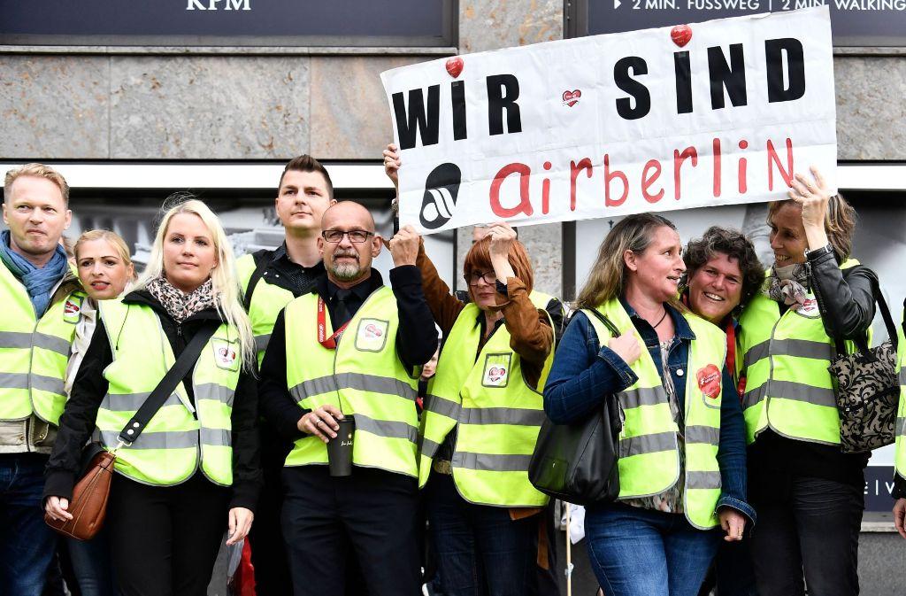 Bei der insolventen Fluggesellschaft Air Berlin sollen am Montag Gespräche über einen Sozialplan für die von Entlassung bedrohten Beschäftigten beginnen. Foto: AFP