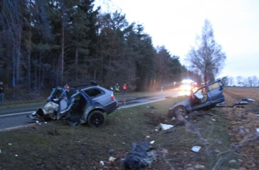 Auto bei Unfall in zwei Teile gerissen