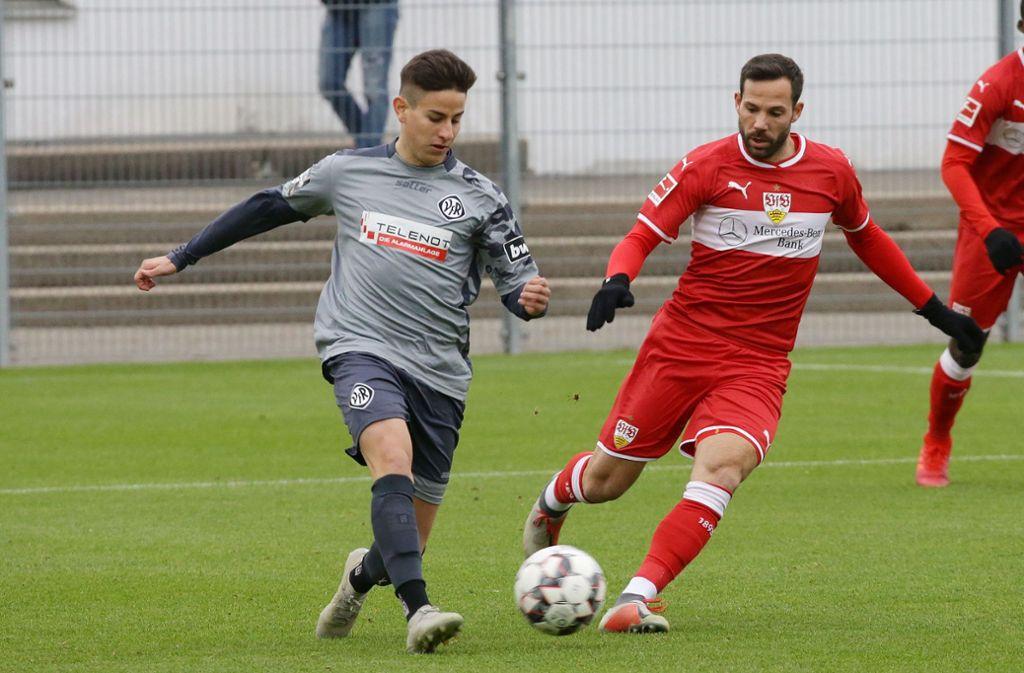 Ex-VfB-Spieler Nicolas Sessa, verfolgt von Gonzalo Castro. Foto: Pressefoto Baumann