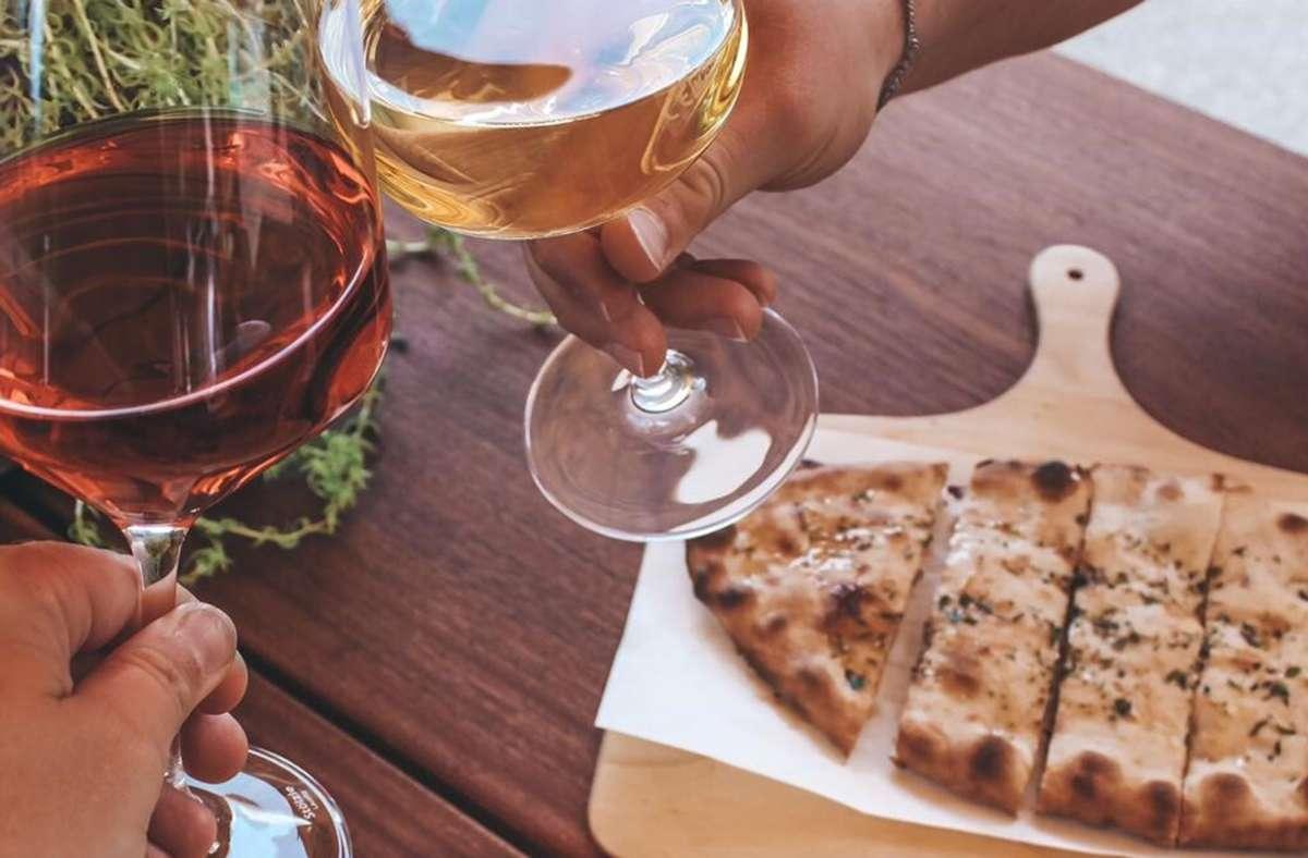 Im Fokus der Speisekarte stehen schwäbische Dinnete und Wein. Foto: privat/cf