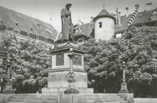 Verschollen geglaubte Teile des Schillerdenkmals aufgetaucht
