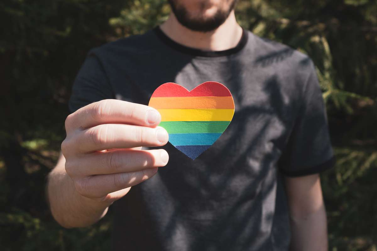 Welche Bedeutung hat der Pride Month im Juni? Foto: Helena Nechaeva/Shutterstock