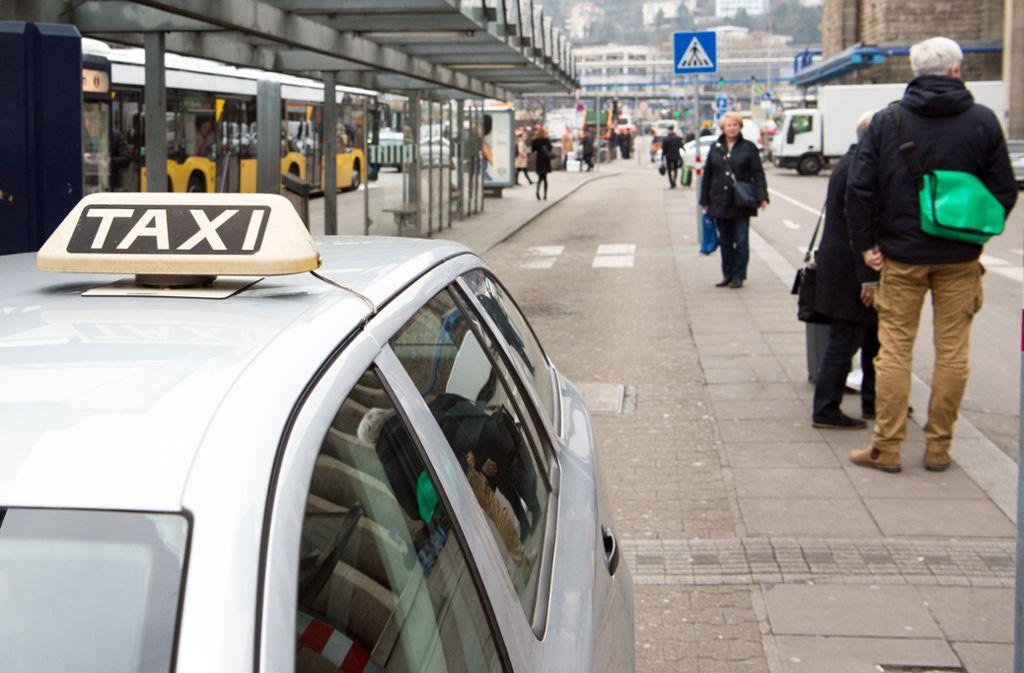 Für viele Stuttgarter ging es am Donnerstag nur mit dem Taxi weiter.. Foto: