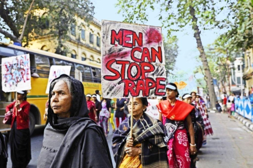 Frauen in Kalkutta demonstrieren zum   Jahrestag des Verbrechens. Foto: dpa