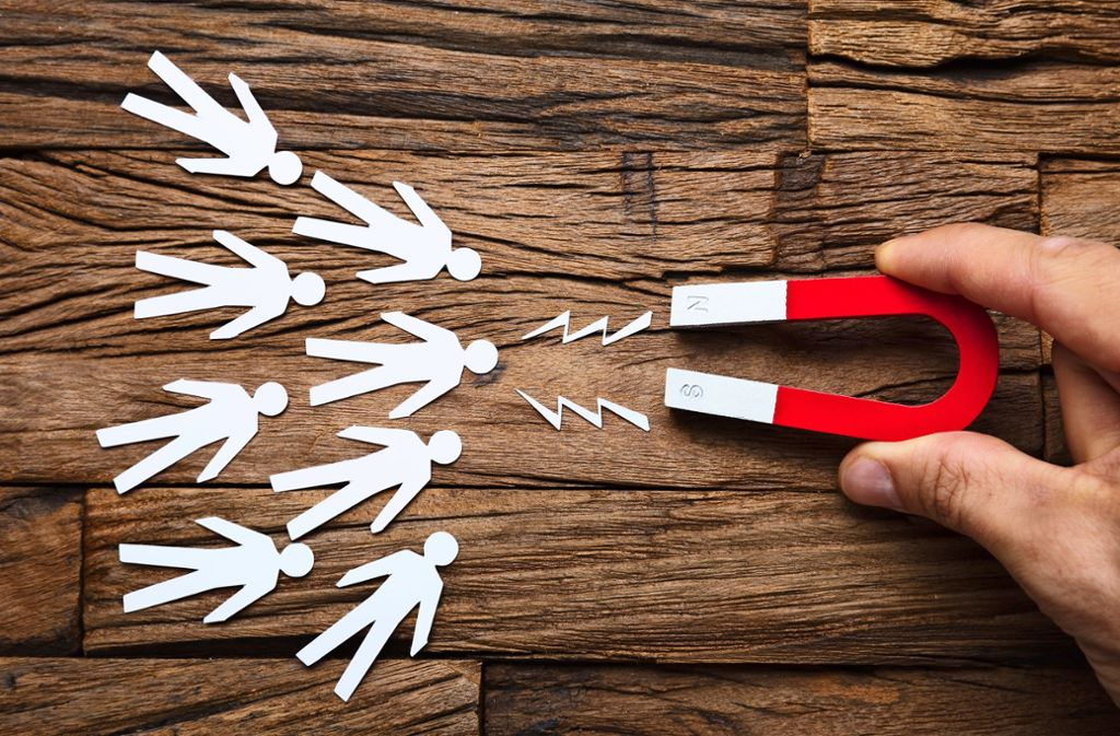 Gefährlicher Magnetismus, wenn bei der Arbeit verschiedene Generationen aufeinander treffen. Foto: Adobe Stock/Andrey Popov