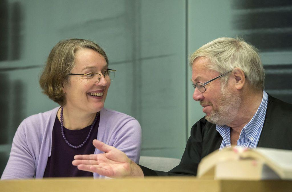 Die Berlinerin Vera Egenberger (hier mit ihrem Anwalt Klaus Bertelsmann) hat erfolgreich eine Entschädigung erstritten – und zugleich die kirchliche Anstellungspraxis ins Rutschen gebracht. Foto: epd