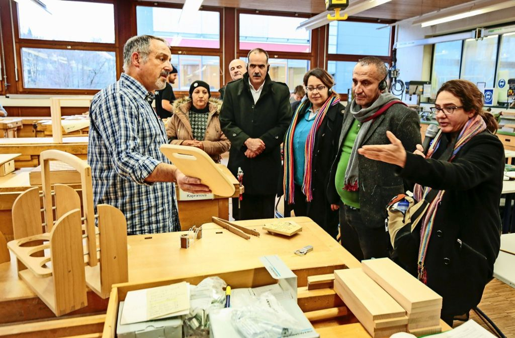 Wie das duale Ausbildungssystem funktioniert, schauten sich die Tunesier in der Sindelfinger Gottlieb-Daimler-Schule an. Foto: factum/Granville