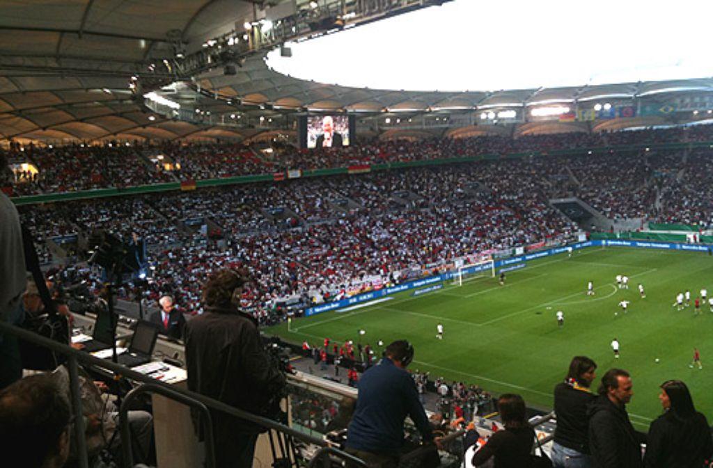 Beim Länderspiel der deutschen Nationalmannschaft gegen Brasilien im August war die Mercedes-Benz-Arena mit 54.767 Zuschauern und zahlreichen Journalisten aus aller Welt proppevoll - und das Handynetz vollkommen überlastet. Foto: Henrik Lerch
