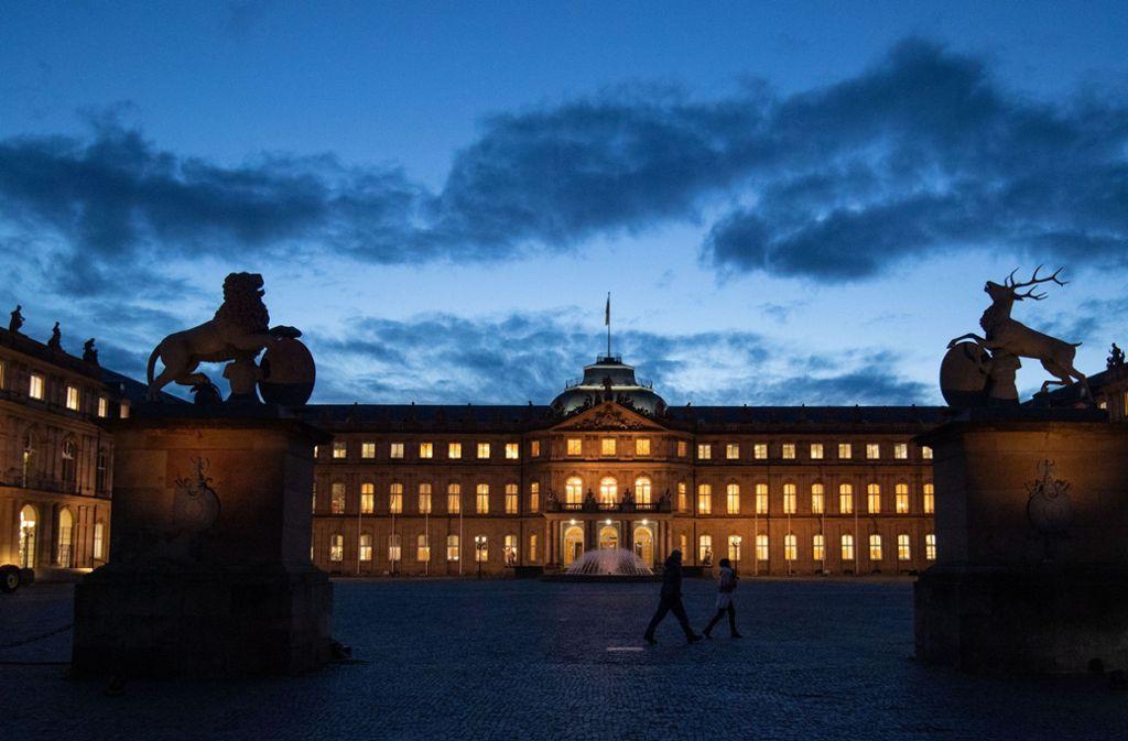 Für Besucher ab Dienstag zu: das Neue Schloss in Stuttgart. (Archivbild) Foto: picture alliance/dpa/Marijan Murat