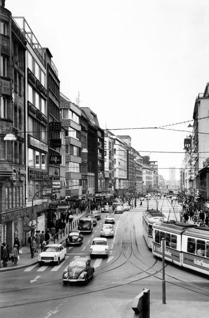 Einst fuhren Autos und Straßenbahnen auf der Königstraße.  Foto: Stadtmessungsamt