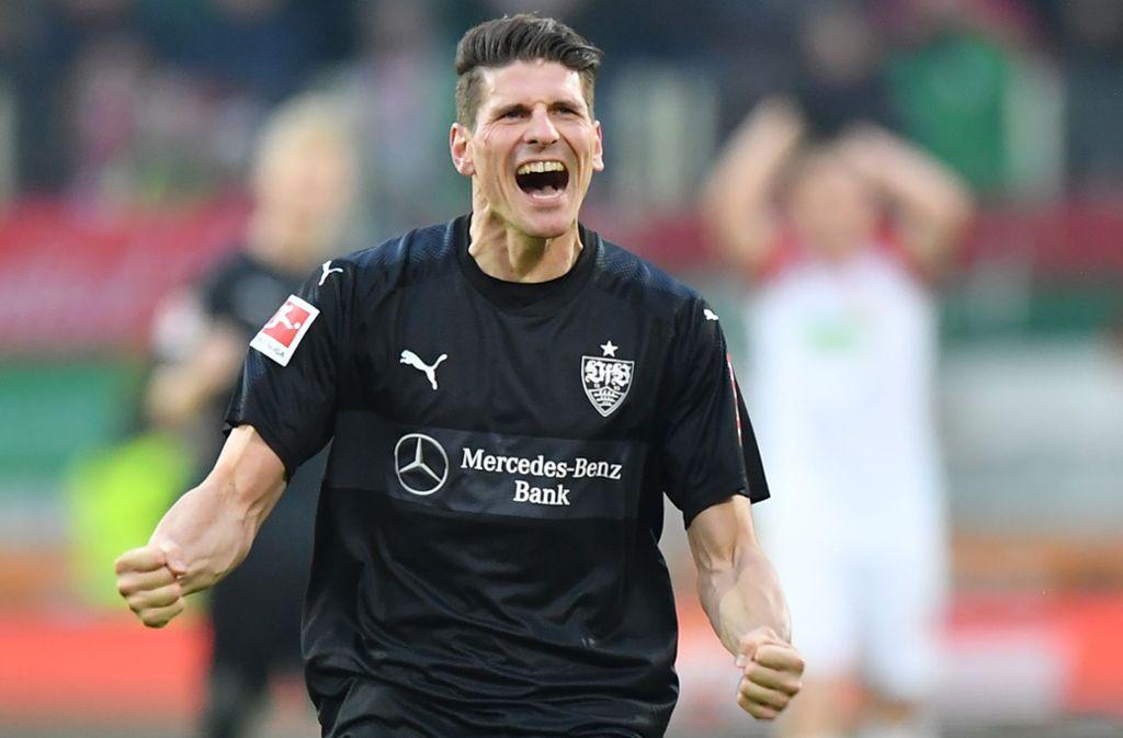 Jubelnd im Trikot des VfB Stuttgart: So lieben die Fans Mario Gomez Foto: Getty