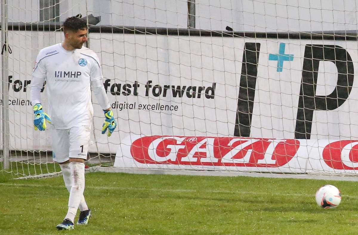 Das Gegentor zum 0:1 muss Kickers-Keeper Thomas Bromma auf seine Kappe nehmen. Foto: Baumann