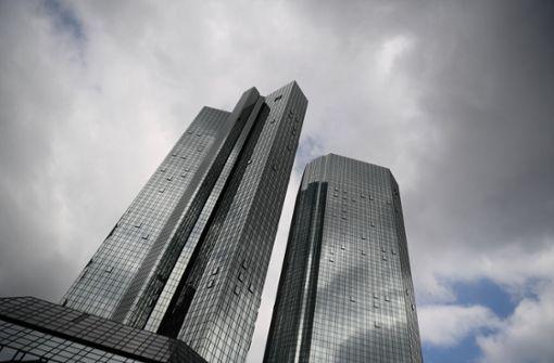 Banken legen Kosten immer häufiger auf Kunden um