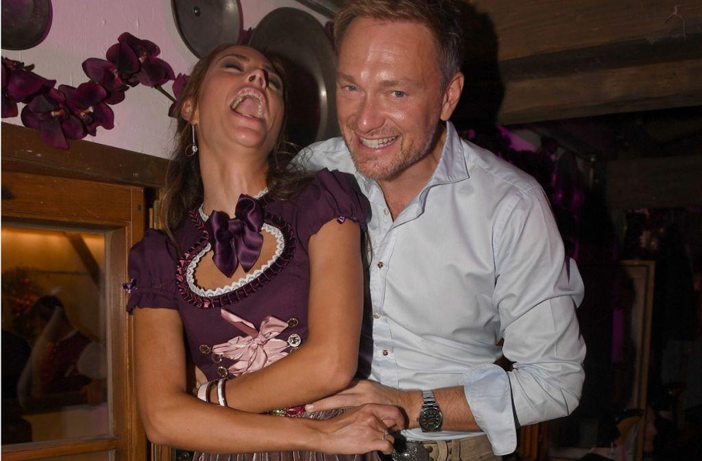 FDP-Chef Christian Lindner und seine Freundin Franca Lehfeldt besuchten gemeinsam die Wiesn. Foto: dpa/Felix Hörhager