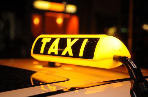 Fahrgast greift Taxifahrer an