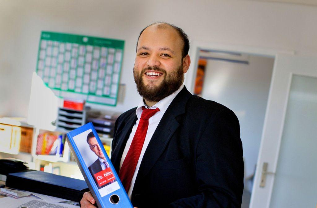 Yousef al Daher hat als Praktikant im Wahlkreisbüro des SPD-Bundestagsabgeordneten Nils Schmid Einblicke in den deutschen Politikbetrieb bekommen. Foto: Ines Rudel