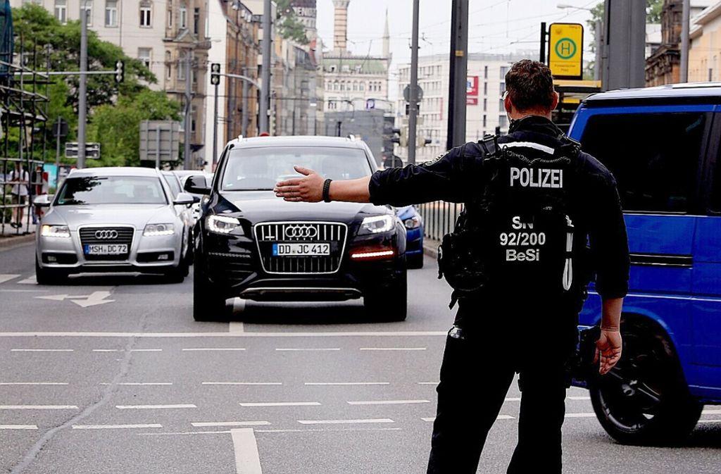 Die Polizei sperrt das betroffene Gelände in Dresden ab. Foto: dpa-Zentralbild