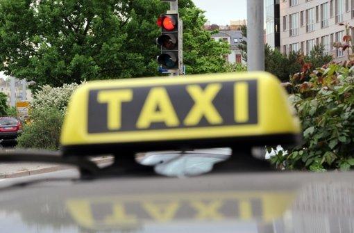 14.12.: Taxifahrer schlägt Kunden nieder