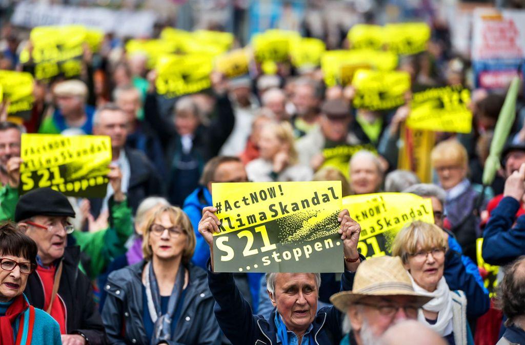 Die Demonstranten fordern die Abkehr vom Megaprojekt Stuttgart 21. Foto: Lichtgut/Max Kovalenko