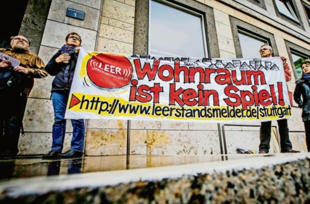Das Aktionsbündnis fordert, dass leer stehende Wohnungen vermietet werden müssen. Foto: Lichtgut/Leif Piechowski