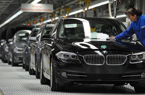 Fahranfänger rast mit BMW durch die Stadt