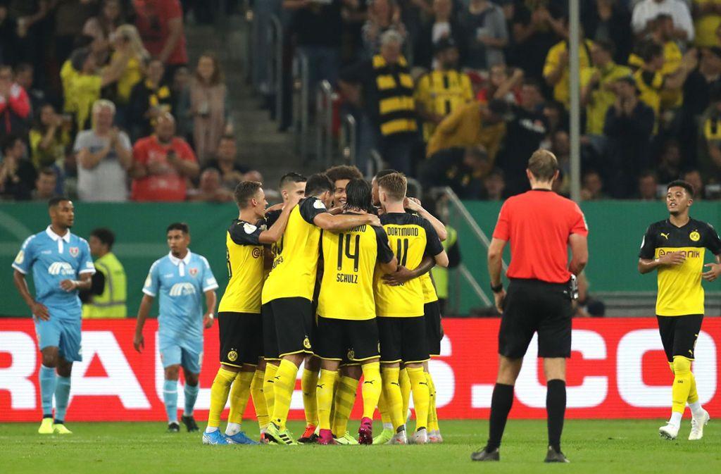 Die Spieler von Borussia Dortmund können ihren Sieg bejubeln. Foto: Bongarts/Getty Images