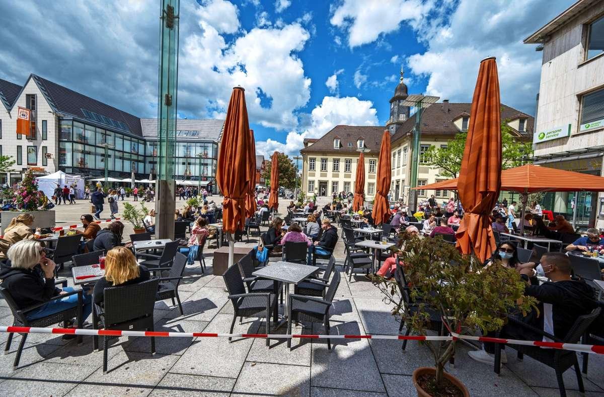 Die Corona-Lockerungen bescheren den Göppinger Gastronomen mit Außenbewirtschaftung wieder Einnahmen. Foto: Giacinto Carlucci Foto: