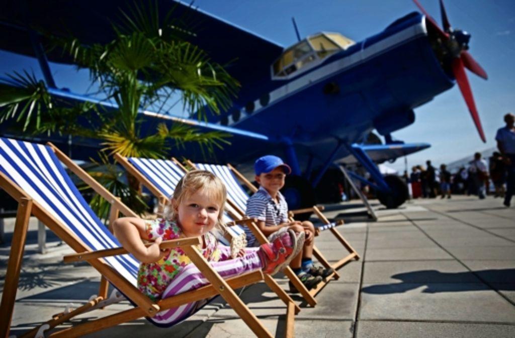 Kleine Flugzeugfans im Sonnenstuhl: dieses und viele weitere Motive haben wir vom Kinderfest am Flughafen Stuttgart mitgebracht. Viel Spaß beim Durchklicken! Foto: Gottfried Stoppel