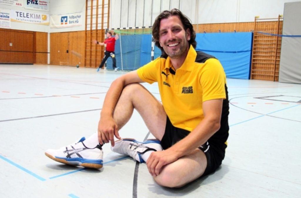 Jerome Staehle gefällt es in der Schmidener Sporthalle, seiner neuen handballerischen Heimstätte. Foto: Gerhard Pfisterer