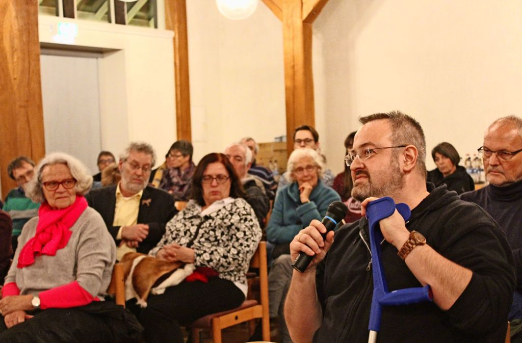 Etwa 50 Besucher sind am Dienstagabend zur Podiumsdiskussion ins Gemeindezentrum der Martinskirche gekommen. Foto: Tilman Baur