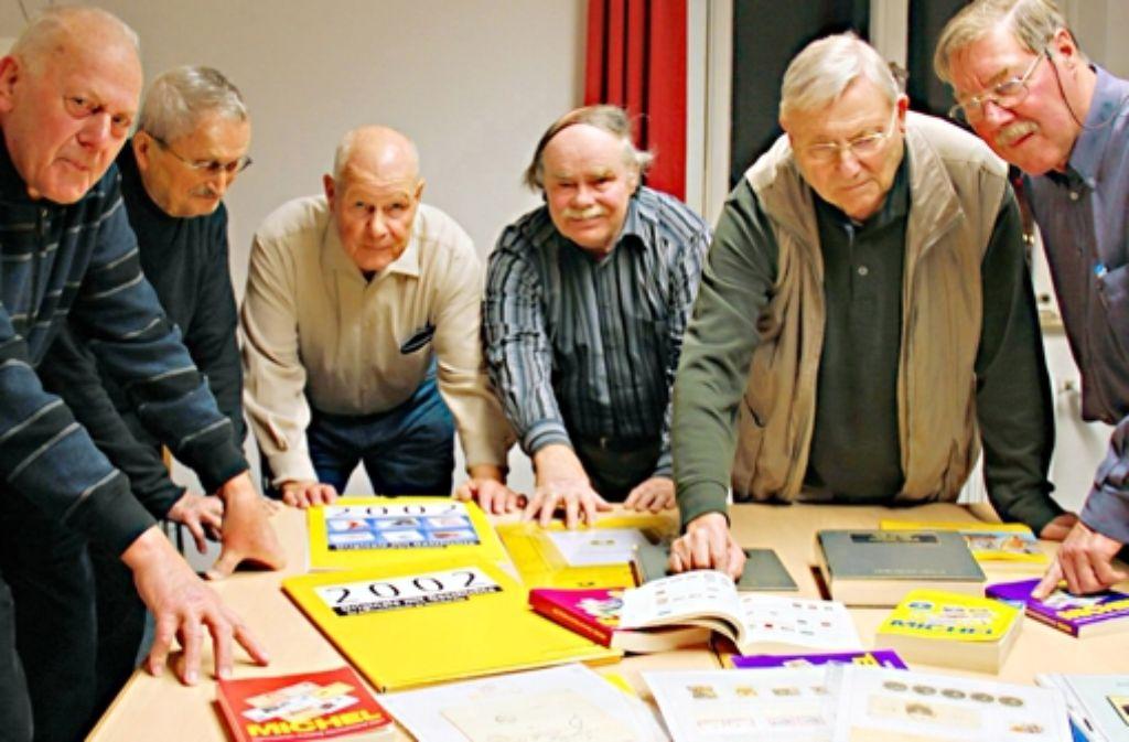 Die Briefmarkensammler treffen sich regelmäßig im Bürgerhaus Feuerbach. Foto: Friedel