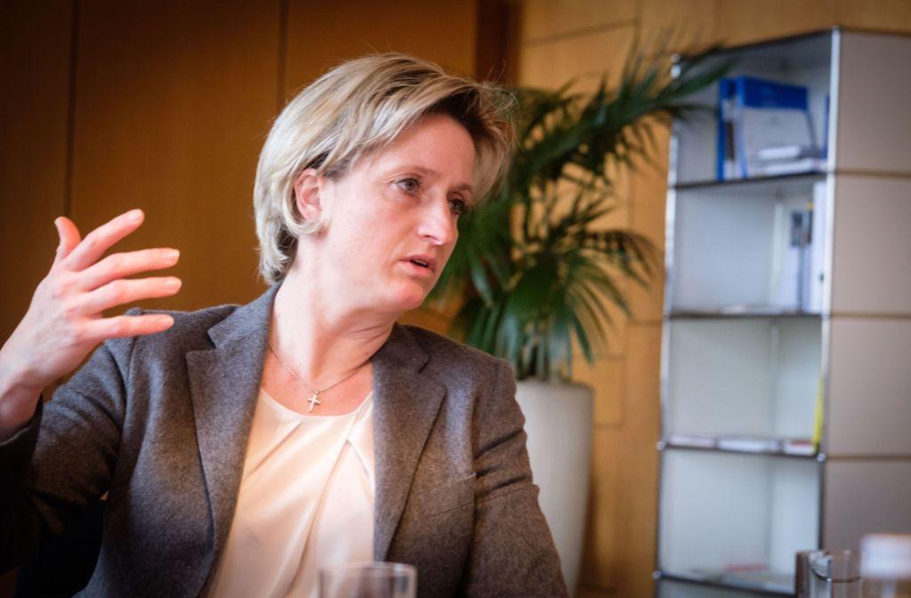 Will es genau wissen: Wirtschaftsministerin Nicole Hoffmeister-Kraut (CDU) Foto: Lichtgut/Achim Zweygarth