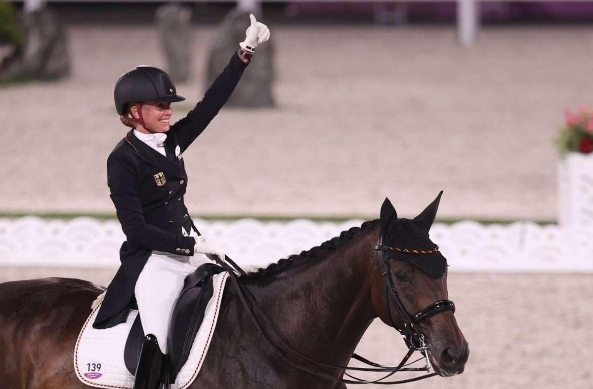 Jessica von Bredow-Werndl auf ihrem Pferd Dalera Foto: dpa/Friso Gentsch