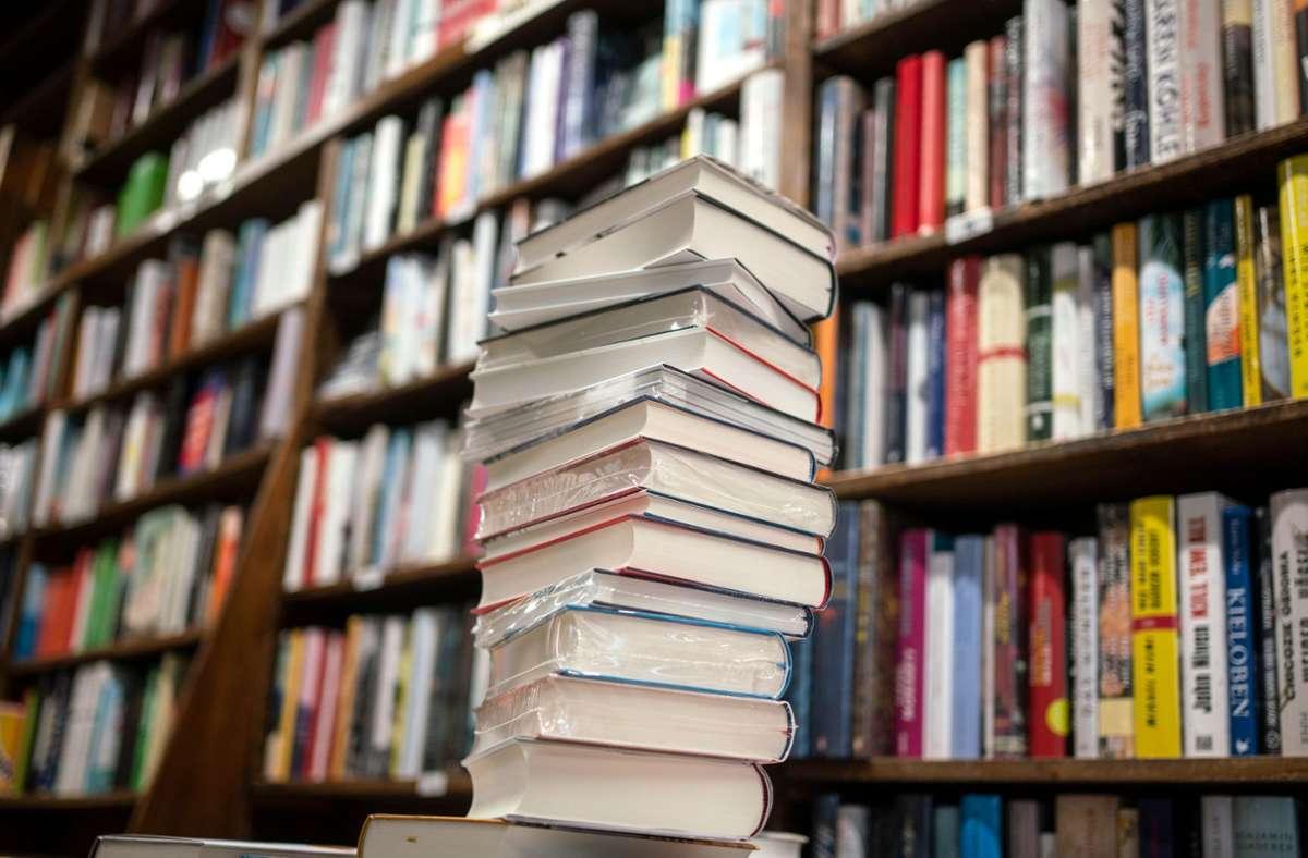 Zufluchtsort im Alltag: die inhabergeführte Buchhandlung. Foto: dpa/Frank Rumpenhorst