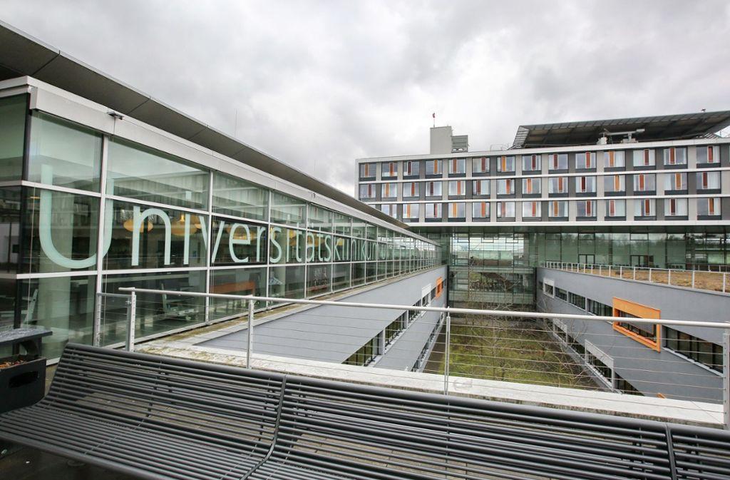 Die Universitätsklinik hatte die Patienten Ende März aufgenommen, nachdem die elsässischen Kliniken die Grenzen ihrer Behandlungskapazitäten für beatmungspflichtige Patienten erreicht hatten. Foto: dpa/Ralf Zwiebler
