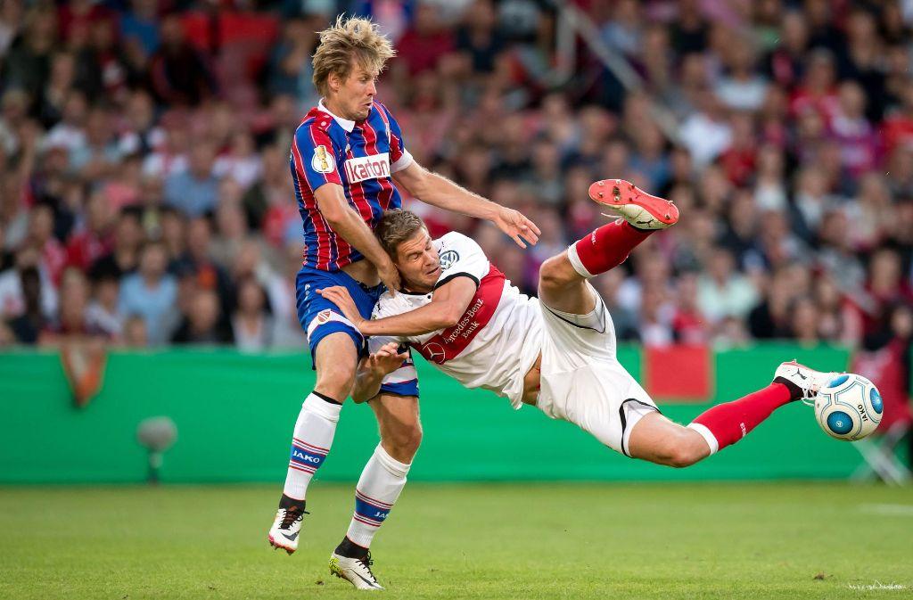 In Schieflage: Der VfB mit Simon Terodde sucht noch sein Gleichgewicht Foto: Baumann