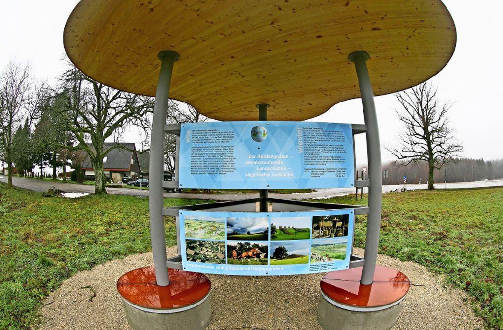 Bisher zeugt nur ein Informationspavillon von den Plänen, am Heidengraben bei Erkenbrechtsweiler  ein Kelten-Erlebniszentrum zu errichten. Foto: Horst Rudel