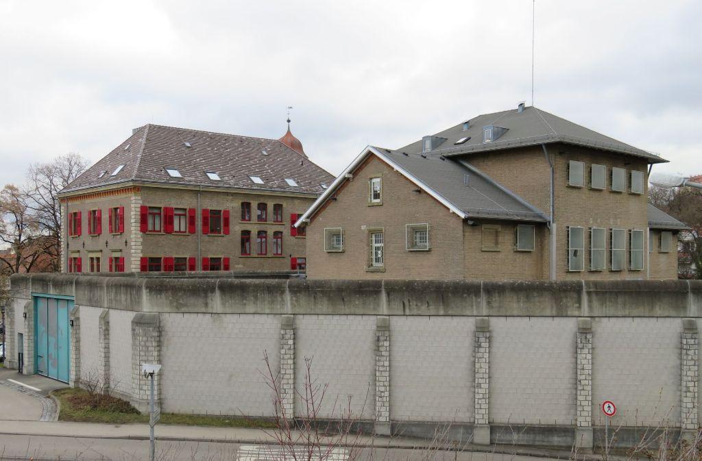 Hinter Gittern: das Gefängnis wurde zusammen mit dem Amtsgericht (links im Bild) errichtet. Foto: Fuchs
