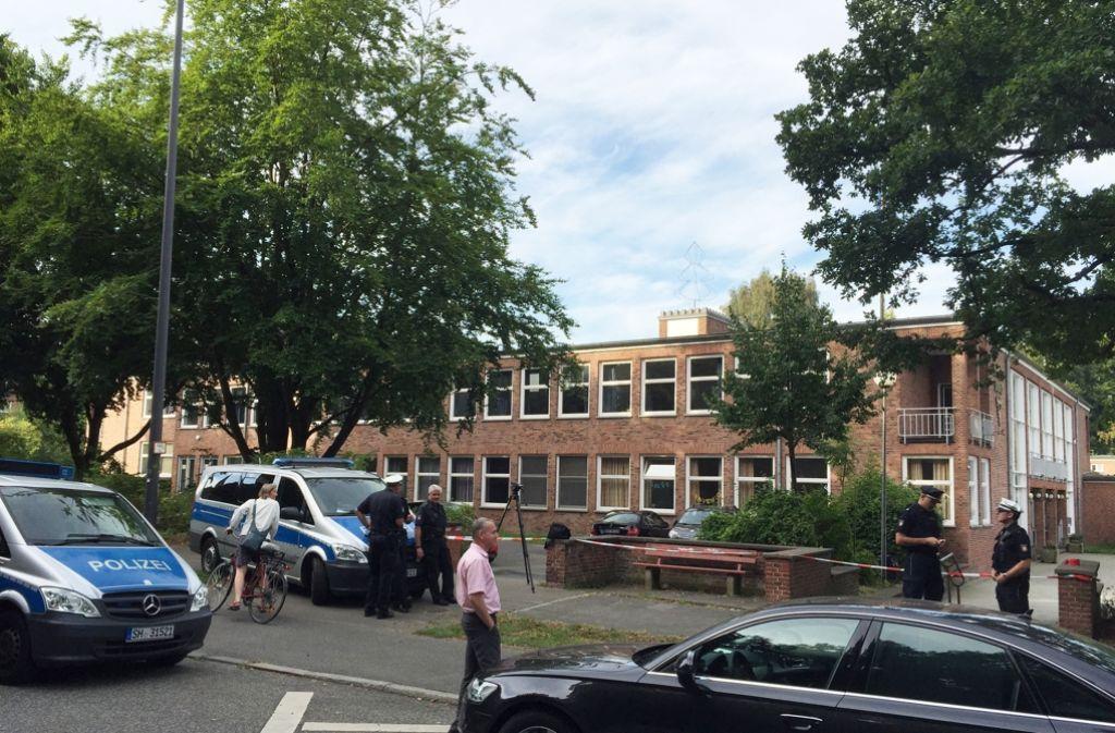 Vergiftete Marzipanherzen auf einem Kieler Schulhof: Die Polizei ermittelt. Foto: dpa