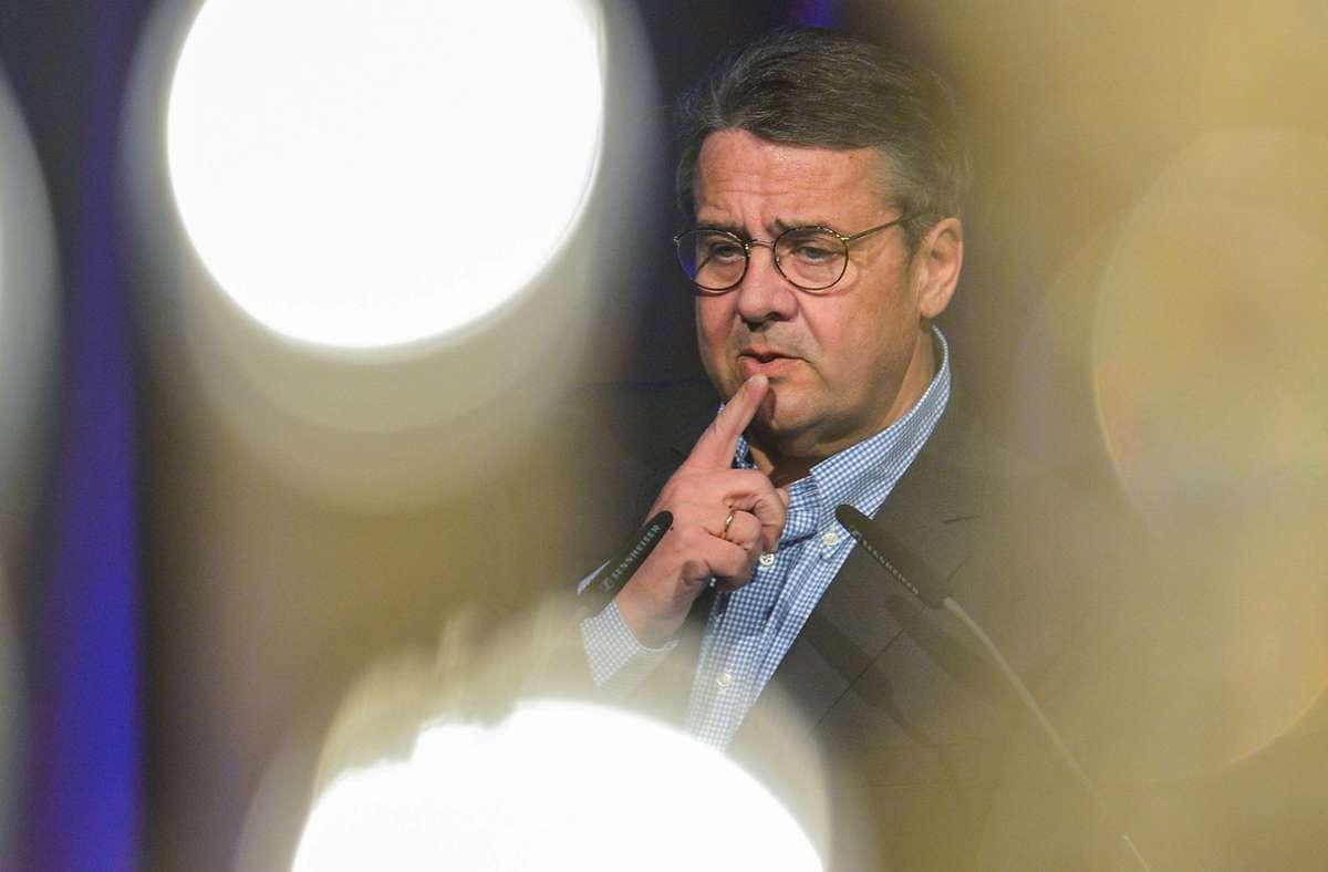 "Sigmar Gabriel kann an dem Beratervertrag bei Tönnies ""nichts Problematisches erkennen"". Foto: dpa/Axel Heimken"