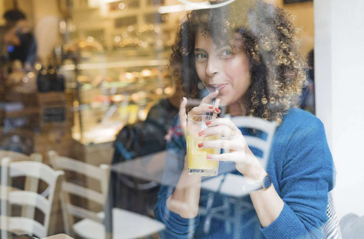 Smoothies erfreuen sich bei vielen Menschen großer Beliebtheit. Foto: imago images/Westend61/Francesco Morandini