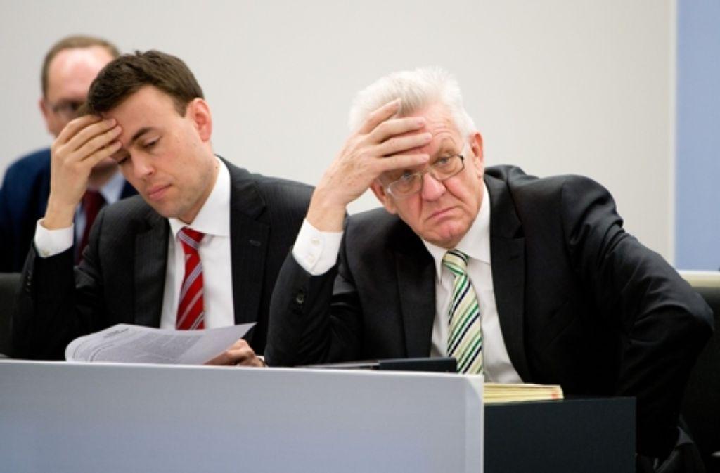Der Lärmschutz im Rheintal könnte dem Land teuer zu stehen kommen. Ministerpräsident Winfried Kretschmann (rechts) hat wenig Freude an den Vorstellungen des Bundes, Finanzminister Nils Schmid schaut schon mal nach den Barreserven. Foto: dpa