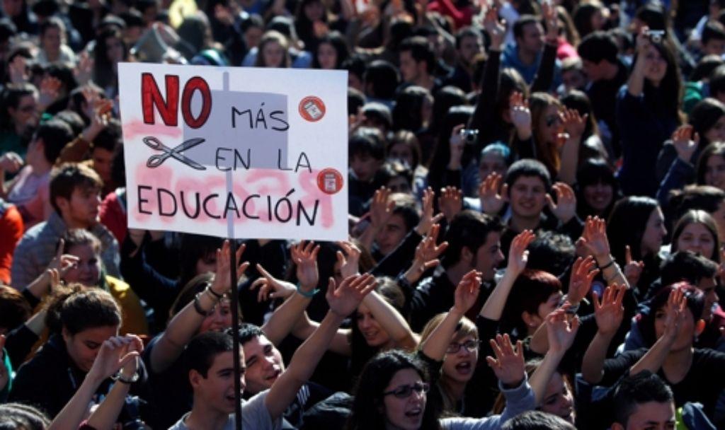 Schüler in Spanien wollen auf die prekäre Lage an ihren Schulen aufmerksam machen. Foto: dpa