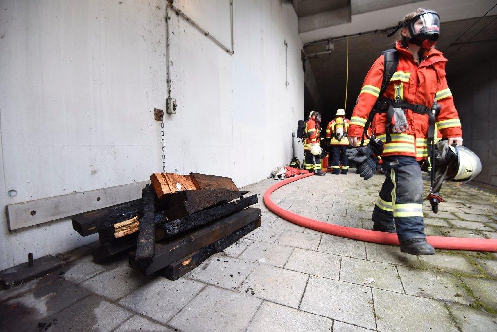 Aufgrund einer Rauchentwicklung im Echterdinger Tunnel war der S-Bahn-Verkehr zwischen Rohr und Flughafen/Messe am Samstagvormittag bis 12.45 Uhr eingestellt. Foto: www.7aktuell.de | Oskar Eyb