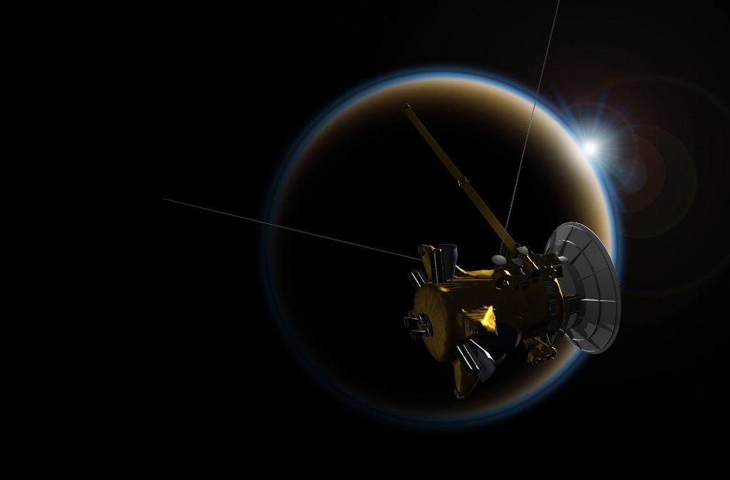 """Die künstlerische Darstellung zeigt die Raumsonde """"Cassini"""" im Vorbeiflug am Saturn. Foto: NASA/JPL"""