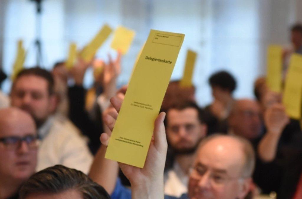 Bei einem kleinen Parteitag der FDP Baden-Württemberg in Pforzheim  findet  eine Abstimmung statt. Die Liberalen können sich nach der Landtagswahl eine Deutschland-Koalition vorstellen. Foto: dpa