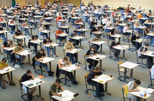Realschüler schreiben Abschlussklausur nach