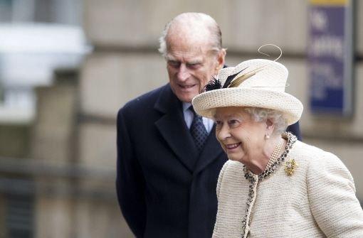 Die Queen hält am Zepter fest