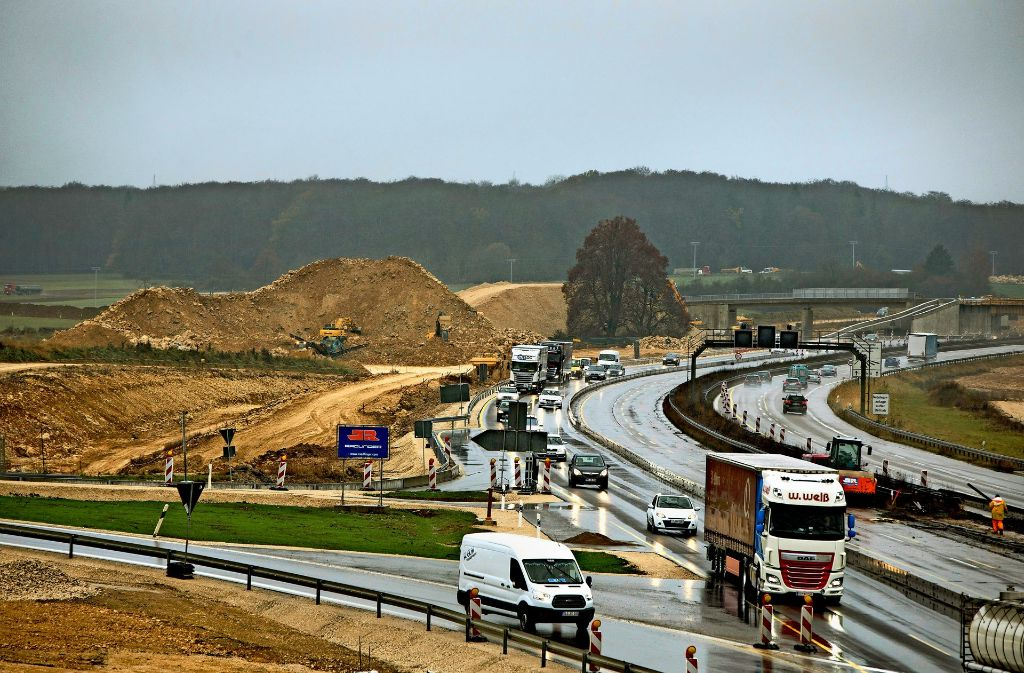 Bei der Autobahnausfahrt Merklingen soll ein Bahnhof entstehen. Foto: Steinert