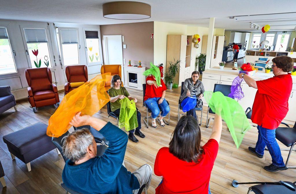 Bewegung in der Gruppe: Die Ditzinger Tagespflege ist seit wenigen Tagen geöffnet. Foto: factum/